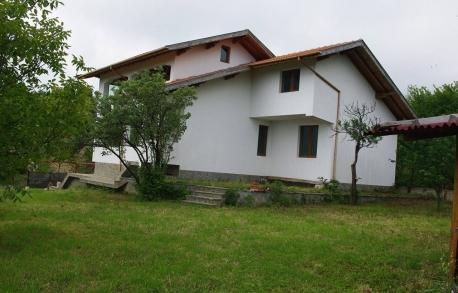 2х этажный дом в С. ЕМОНА (Болгария) за 110000 евро