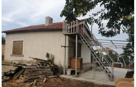 2х этажный дом в Карнобат (Болгария) за 27000 евро