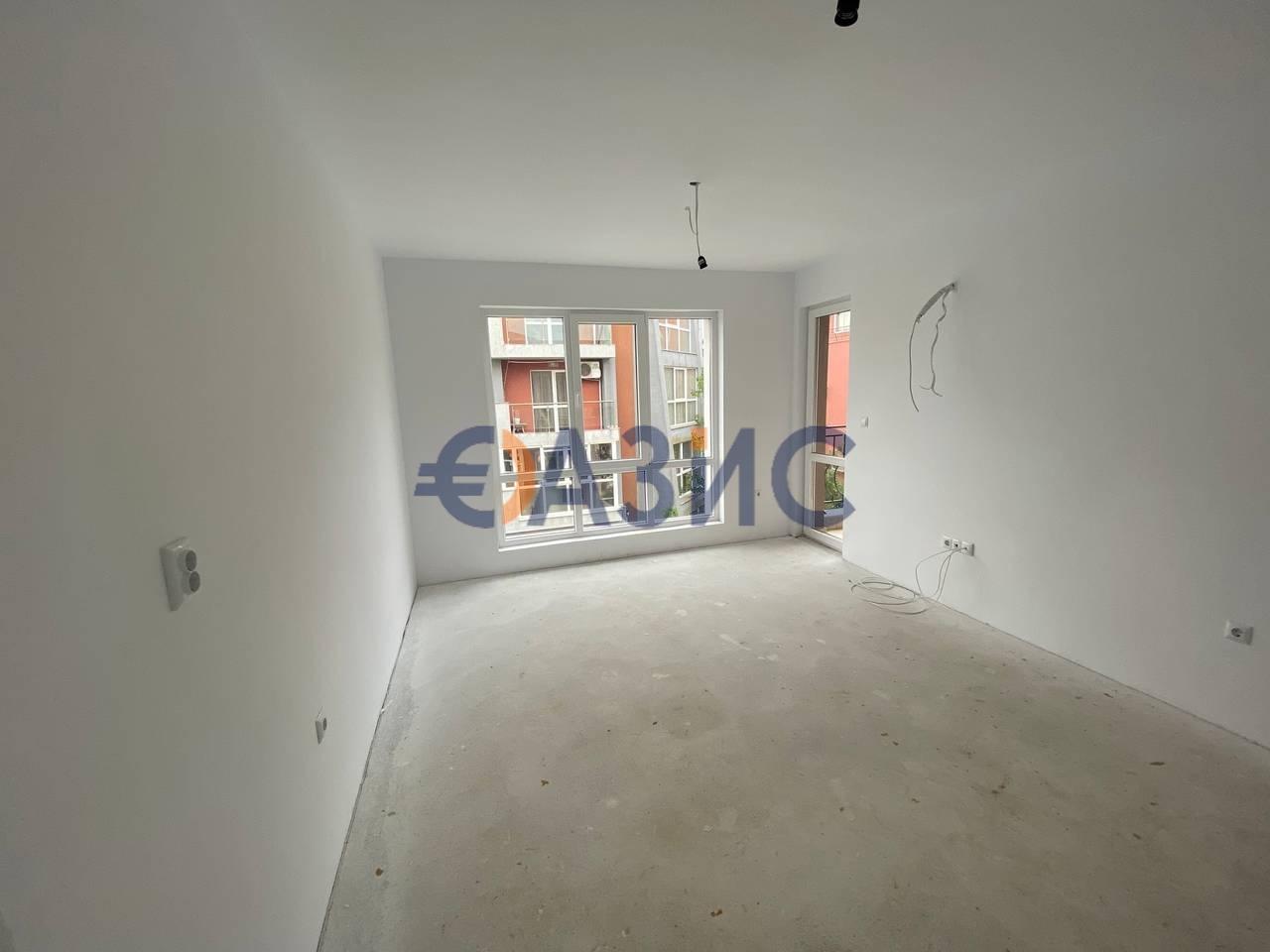 Трехкомнатный апартамент с водяным отоплением пола, Несебр, Болгария, 2